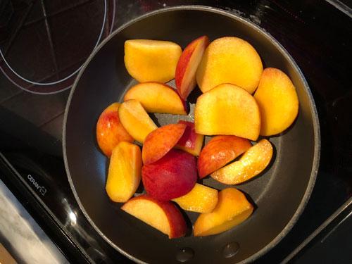 Peaches in pan